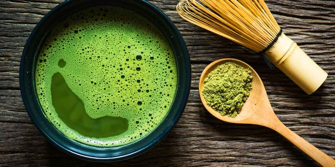 Potopite stopalo u zeleni čaj