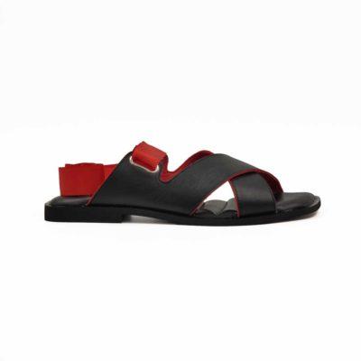 """Ženske elegantne papuče X cross izradjene od najfinije crne glatke Boks kože, ručno farbane i polirane. Ivica kože na njima je obojena crvenom bojom na diskretan način i daje divan kontrast. Sjajno se slaže sa crvenom satenskom trakom koja se obmotava oko zgloba. Na Vama je da izaberete način na koji ćete ih vezivati. Savršen model ženske obuće za leto ako volite da nosite elegantne papuče. Proštepani silikonski uložak na gazištu presvučen kožom biće idealno rešenje ako ste ceo dan u pokretu. Poseban detalj je trendy Cube-heel niska peta koja pruža odličan balans za stopalo. Udoban """" TheGom """" djon od prirodne gume pružiće Vam punu fleksibilnost i komfor koji se očekuje tokom celog dana."""