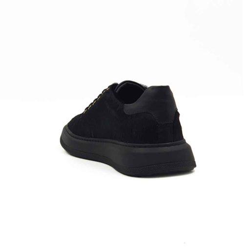 Ženske casual patike cipele izradjene od vrhunske konjske kože bojene u crnoj boji. Koža je baršunasta sa ostakom konjskog krzna u dužiniod 3mm. Tretirana je posebnim četkama da bi se dobila fina završnica kože i krzna. Ove elegantne ženske cipele patike su za svaku preporuku ako Vam treba nešto što će odgovarati većini Vaših odevnih kombinacija ako naginjete jednostavnom i nenametljivom stilu. Ali volite autentične cipele!