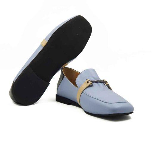 Elegantne mokasine za leto Hazel loafer napravljene od prvoklasne lila Nappa kože izrazito glatke strukture. Ova vrsta kože je vrhunska i zato je rado koristimo za klasične modele cipela kao što je ovaj. Zato ove ženske mokasine deluju superiorno, a imaju vrlo jednostavan dizajn.