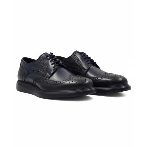 Muske zumbane cipele za čiju izradu je korišćena prvoklasna teleća Boks koža. Ovo su klasične muške cipele sa perforacijom u Škotskom stilu ( broghe ili zumbane na Srpskom jeziku). Koža je ručno farbana u teget boji, a zatim blago polirana posebnom pastom da bi se dobio polumat zadimljeni efekat.