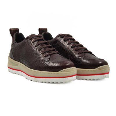 Muška cipela patika izradjena od prvoklasne braon teleće Boks kože.Koža je ručno bojena i ima izrazito zrnastu strukturu.